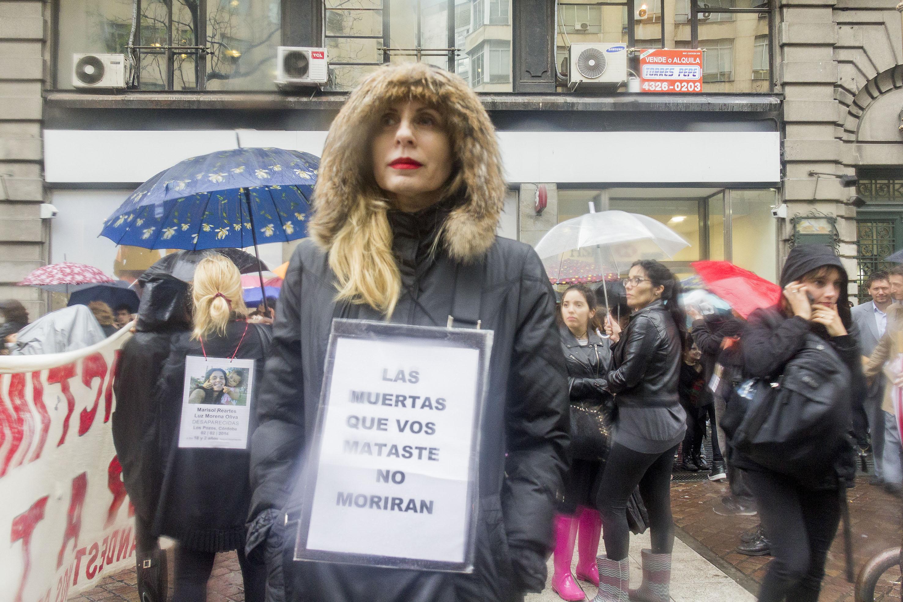 #NosotrasParamos: Marcha contra la violencia de género en Argentina