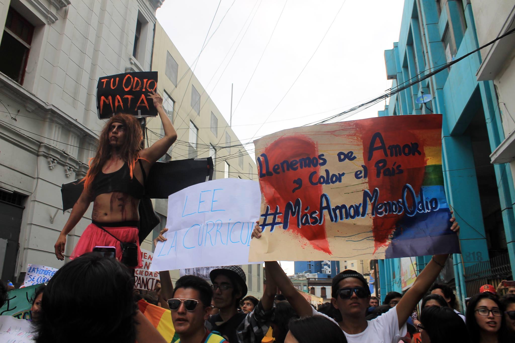 FOTOGALERÍA: Activistas LGTBIQ hacen frente a marcha homofóbica