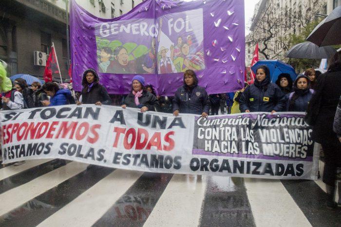 Mujeres de Argentina protestan ante el feminicidio y violencia de género
