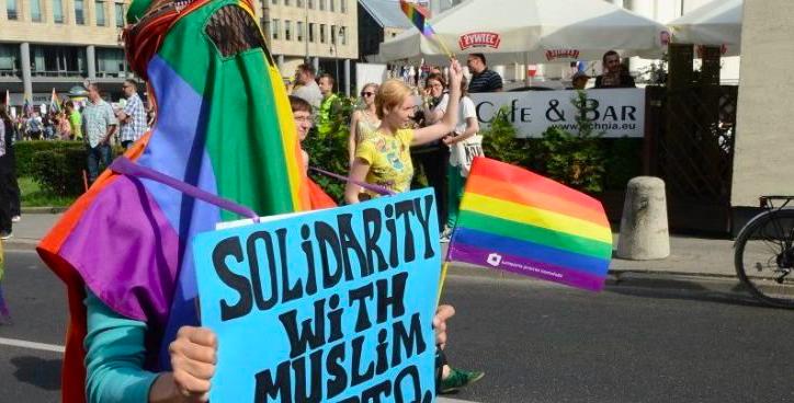 Entre el gris y el arcoiris: la burka y la wiphala