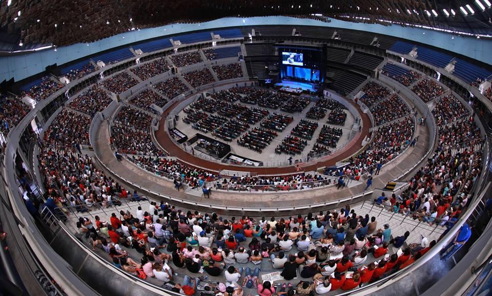 """<H1>#NegociosDeFe: Iglesia Agua Viva pagó 6 millones de dólares por el coliseo Amauta</H1>-<p style='font-weight: normal;'>El que fuera por muchos años el principal centro de espectáculo de la capital, el Gran Teatro Auditorio Amauta, ha sido convertido en uno de los lugares de adoración evangélica más grande del país por la familia Hornung Lazo, fundadora y dirigente de la Comunidad Cristiana Agua Viva. Los pastores también han destinado el inmueble para promover eventos del colectivo """"Con mis hijos no te metas"""" y actividades proselitistas para las candidaturas presidenciales de Luis Castañeda Lossio en 2011 y Keiko Fujimori en 2016</P></H6>"""