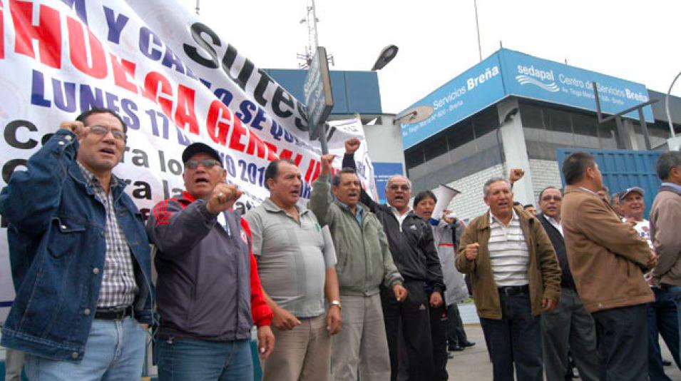 Trabajadores en paro contra faenón APP del agua