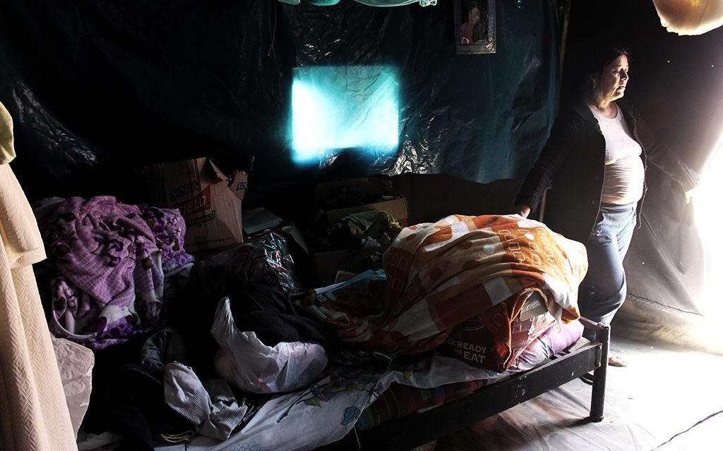 <H1>Seis meses en una carpa: La vida después del Niño Costero</H1>-<p style='font-weight: normal;'>Primera parte</P></H6>