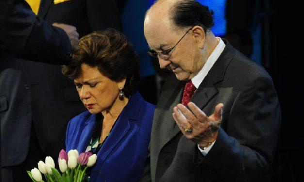 """La """"profeta"""" y ex congresista Mirta Hornung, y el """"apostol"""" Pedro Hornung, líderes de Agua Viva."""
