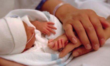 Proponen que padres puedan elegir orden de apellidos de sus hijos