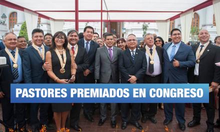 Julio Rosas condecoró al colectivo Con Mis Hijos No Te Metas en el Congreso