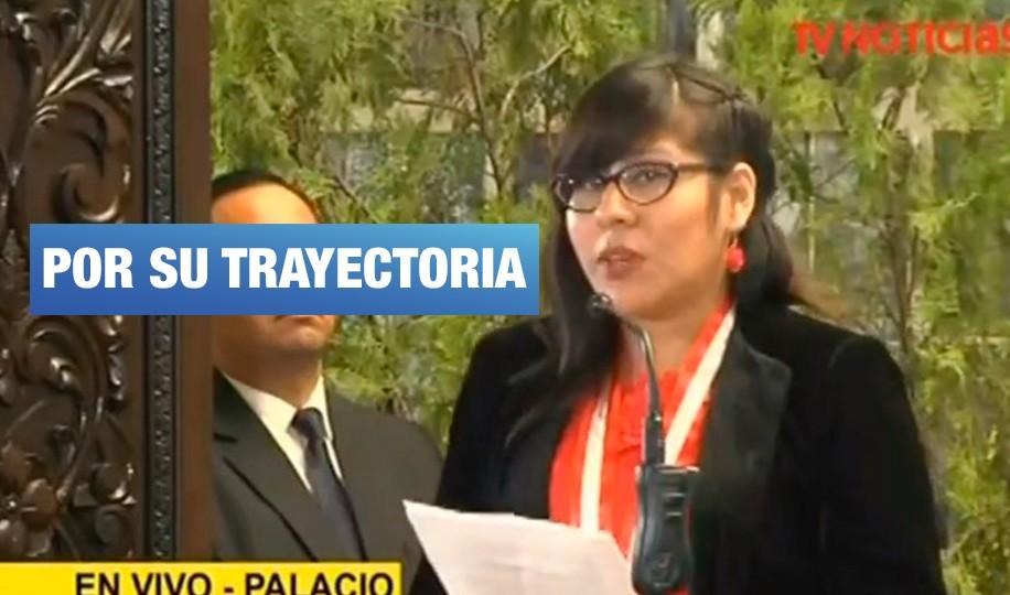 Ministerio de la Mujer condecora a activista por su labor social con niñas de Carabayllo y Ventanilla