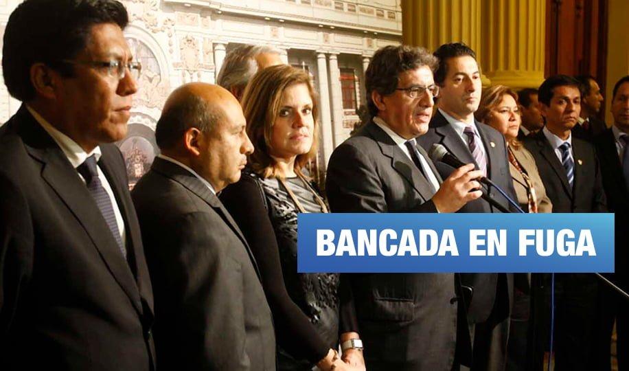Bancada de PPK se queda con 11 congresistas tras renuncias