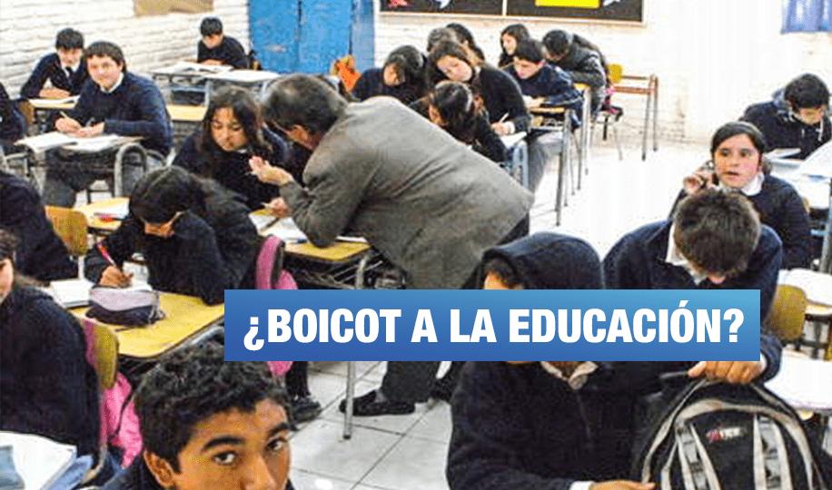 Ministro Alfaro cuestiona aprobación de proyecto para reponer a 14 mil docentes sin título