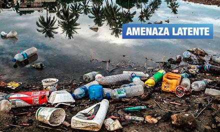 Mar peruano desprotegido pese a gigantesca «isla de basura» que flota cerca a sus costas