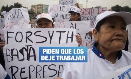 Emolienteros formalizados de La Victoria protestan contra Forsyth