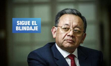 Con dos denuncias constitucionales, Edgar Alarcón sigue intacto en el Congreso