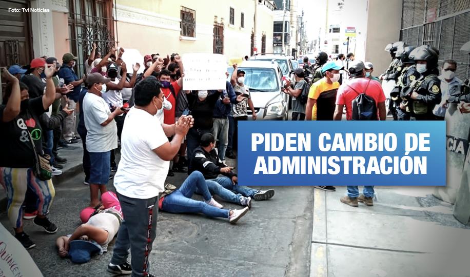 Trabajadores azucareros de Agro Pucalá continúan protestas por falta de pagos
