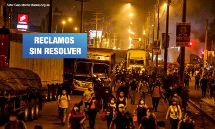 Gobierno y transportistas no llegan a acuerdos y continúa protesta en carreteras